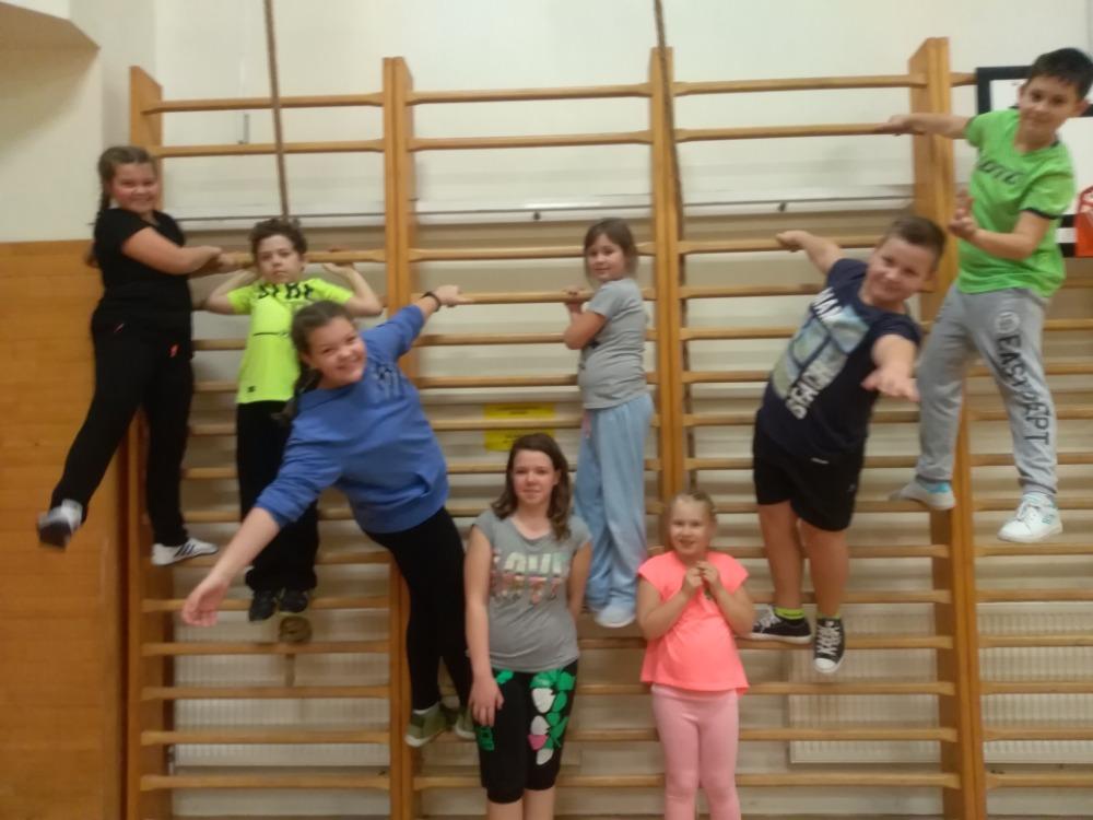 Skupinové cvičení dětí a dospělých